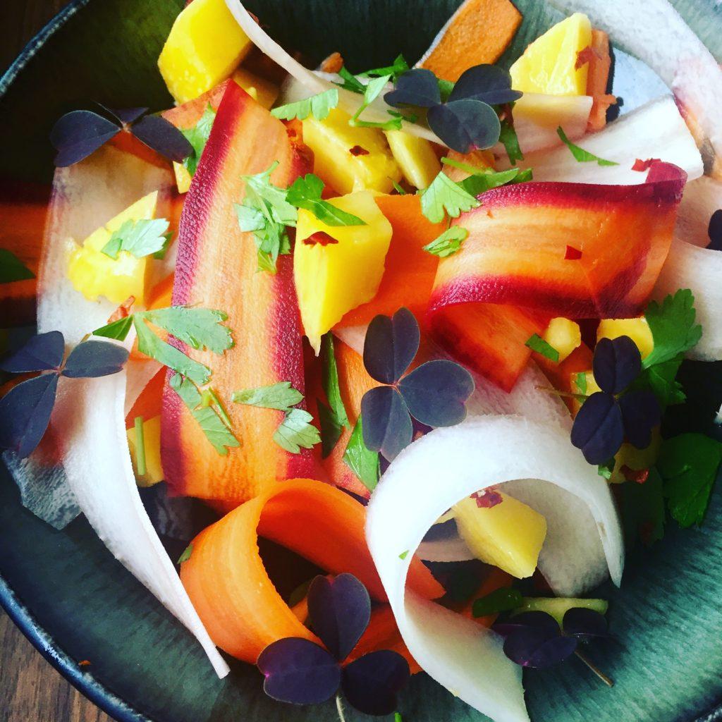Gulerodssalat med mango og chili